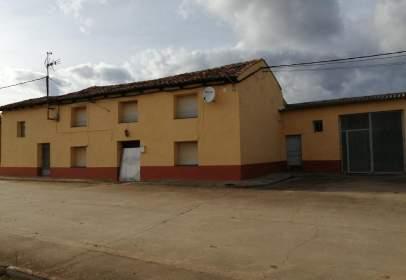 Xalet a calle de San Miguel, prop de Calle San Miguel