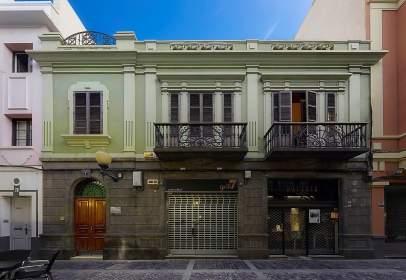 Edificio en calle Perdomo