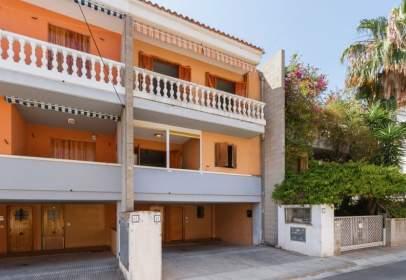 Terraced house in Carrer de la Taona