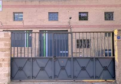 Industrial building in Camino de Villaviciosa