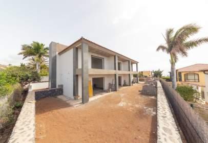 Casa adosada en calle Liriazo Dos, nº 6