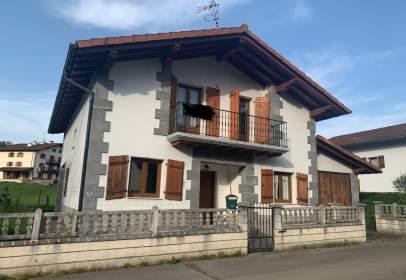 Chalet en calle Usarrea  Auxoa, nº 24