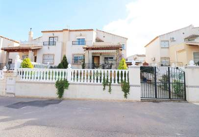 Casa adosada en calle Grecia
