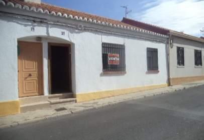 Casa adosada en calle de la Plaza