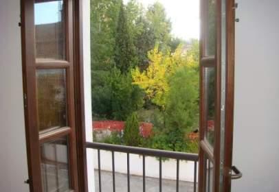Flat in Amueblado, Centro, Junto Al Triunfo,  Vistas A Sierra Nevada y A  Jardines Hospital Real. Dos Baños