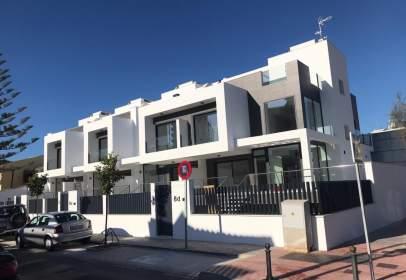 Casa adosada en calle Miguel Ángel, nº 4