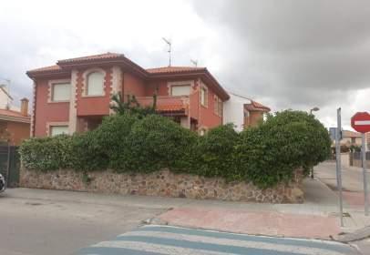 Casa aparellada a calle de Joaquín Turina, 16