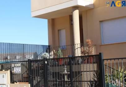 Casa adosada en calle Cuenca, nº 16