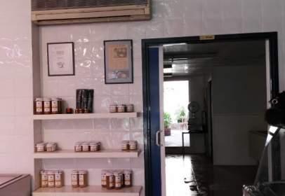 Local comercial en calle Montserrat