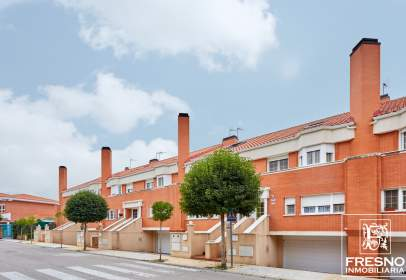 Casa adossada a calle Azorin