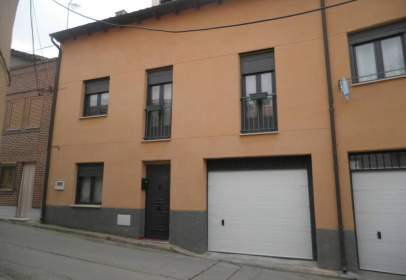 Casa adossada a Plaza del Corrillo