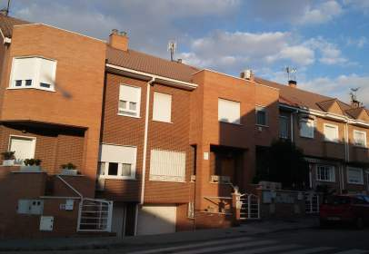 House in Avenida Príncipe de Asturias, near Avenida de las Naciones