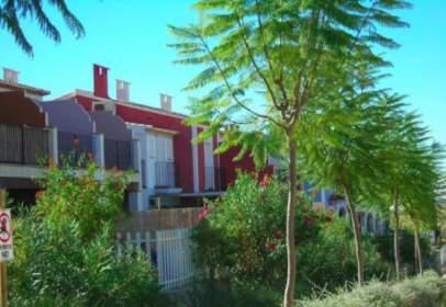 Casa adossada a calle Ressol