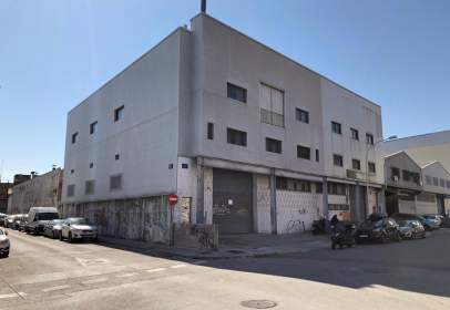 Nave industrial en Carrer de Guifré, cerca de Carrer de la Tardor