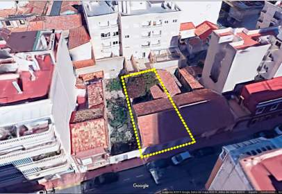 Terreny a calle Gumersindo, prop de Calle Ramón y Cajal