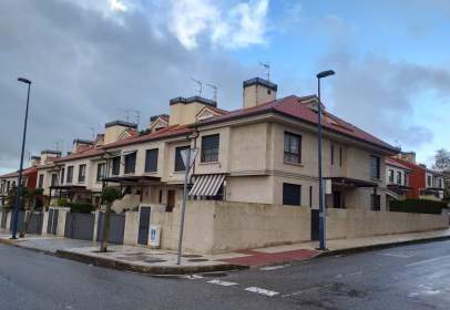 Chalet pareado en calle de Doña Cristina