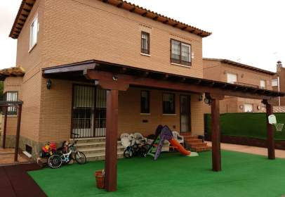 Single-family house in calle del Hierro
