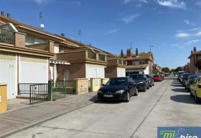 Casa adossada a calle de Soria