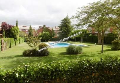 Casa en Avda. de Madrid Con Merendero.