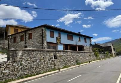 Casa rústica en Carretera Degaña, nº 13