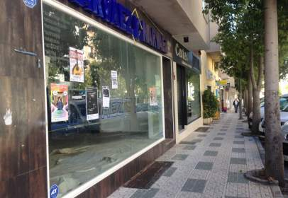 Local comercial a Avenida Chaparil