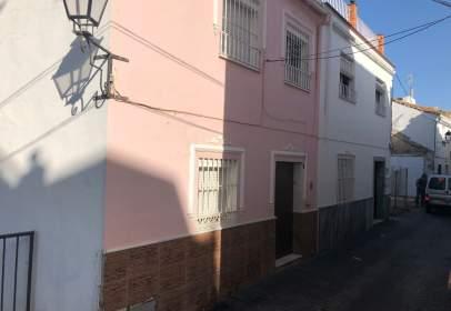Casa adossada a calle de la Puerta de la Villa