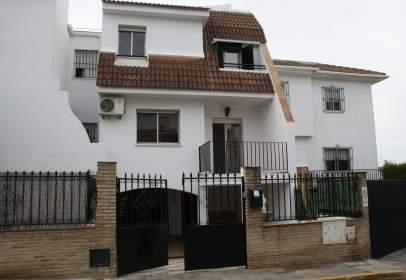 Casa adosada en Plaza Escuela Sevillana, nº 1