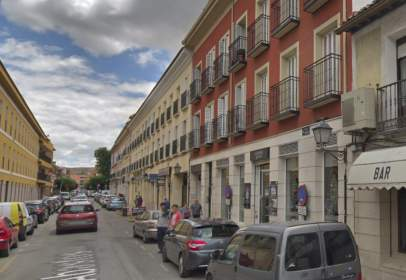 Pis a calle de Abastos, prop de Calle de Montesinos
