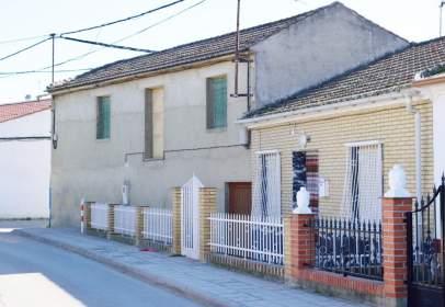 Casa pareada en calle Pablo Neruda