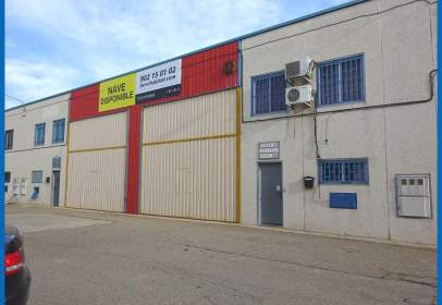 Nave industrial en calle de la Mora