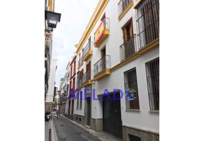 Piso en calle de Miguel CID, cerca de Calle Teodosio
