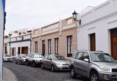 Casa pareada en calle Esteban de Ponte