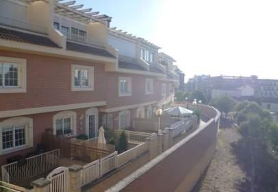 Casa aparellada a calle Mesnadas