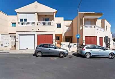 Paired house in calle Giralda de Sevilla, nº 8