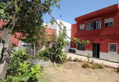 Casa aparellada a calle Cádiz