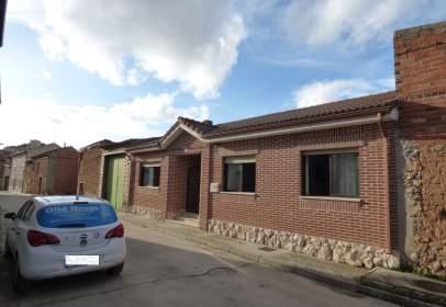 Casa pareada en calle de Concejo