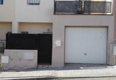 Casa pareada en calle Ecija