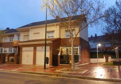 Casa pareada en calle de Treviño, Valladolid