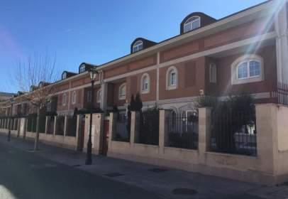 Casa adosada en calle Hijos de Santiago Rodríguez