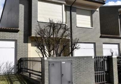 Casa adosada en calle Goyescas, Valladolid