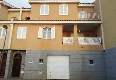 Casa pareada en calle Ayoze