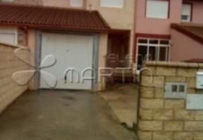 Casa aparellada a calle de El Roble