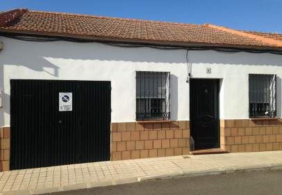 Casa adossada a calle de la Manzana