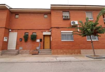 Casa aparellada a calle Chapi, nº 16