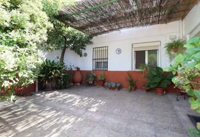 Casa adosada en calle de las Carretas
