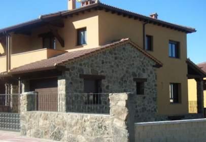 Casa adossada a Ortigosa del Monte