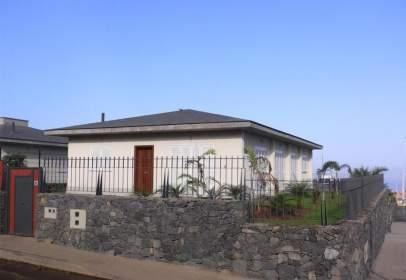 House in calle Jacaranda