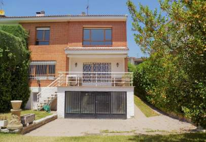 Casa adosada en calle Cándamo