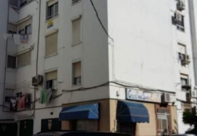 Piso en Avenida Luis Alberto