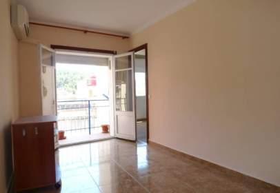 Apartament a Passeig de la Mare de Déu del Coll, prop de Carrer de Móra d'Ebre